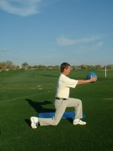 FORWARD LUNGE BALL OUT-IN